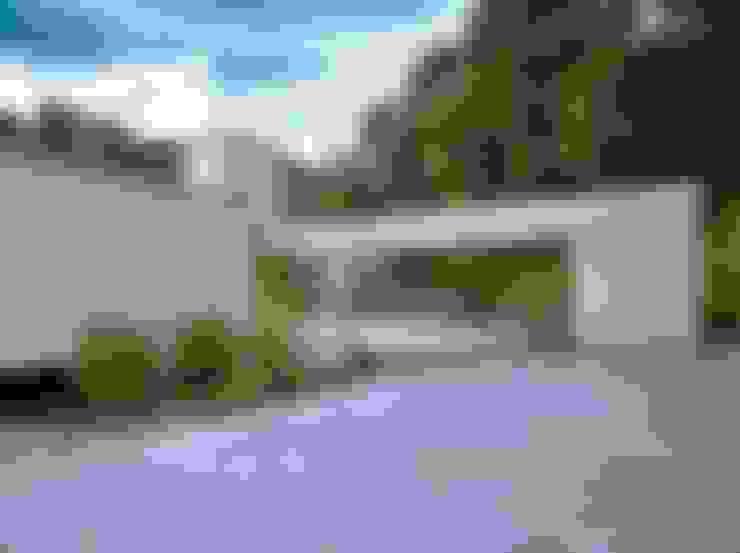 Casa Bosque da Ribeira: Casas  por Lanza Arquitetos