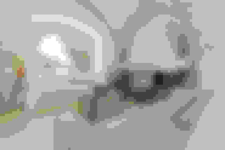 Ruang Keluarga by STUDIOTALENT srl