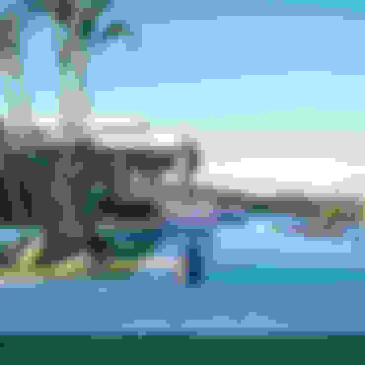 สระว่ายน้ำ by Lanza Arquitetos