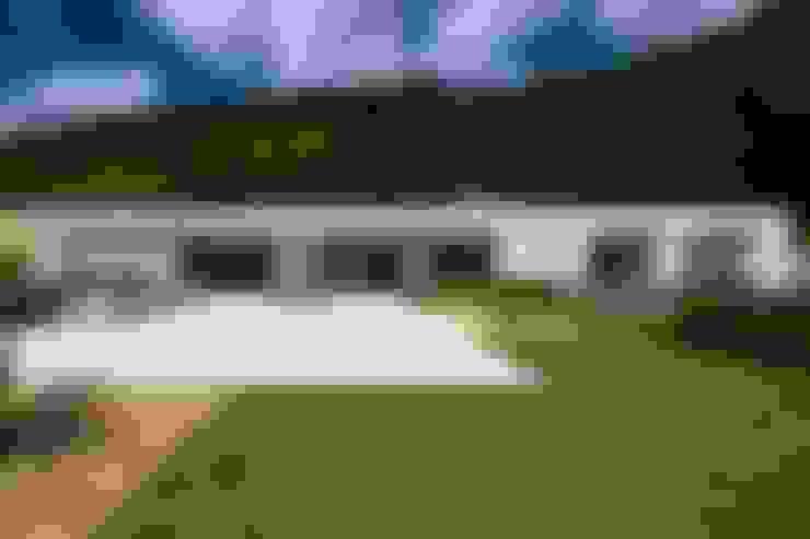 Casa nas Mangabeiras: Casas  por Lanza Arquitetos
