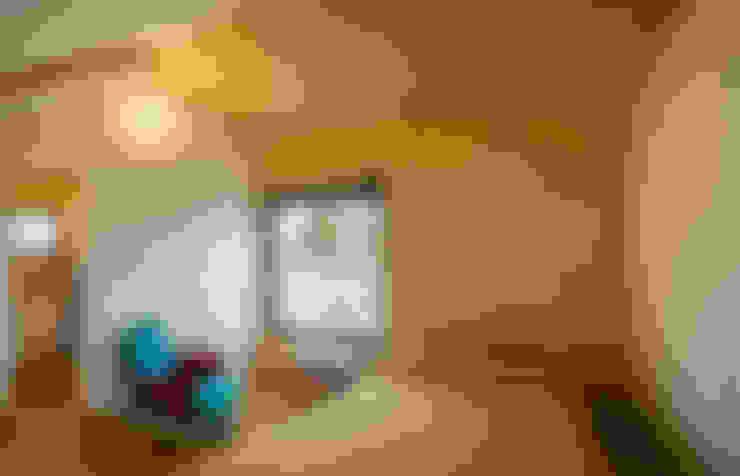 Casa2020: Dormitorios de estilo  de MapOut