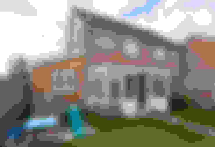 Rumah by Hampshire Design Consultancy Ltd.