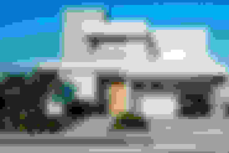 SOBRADO FUNCIONAL: Casas  por Camila Castilho - Arquitetura e Interiores