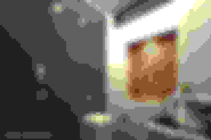 daughter bathroom:  Bathroom by A Mans Creation