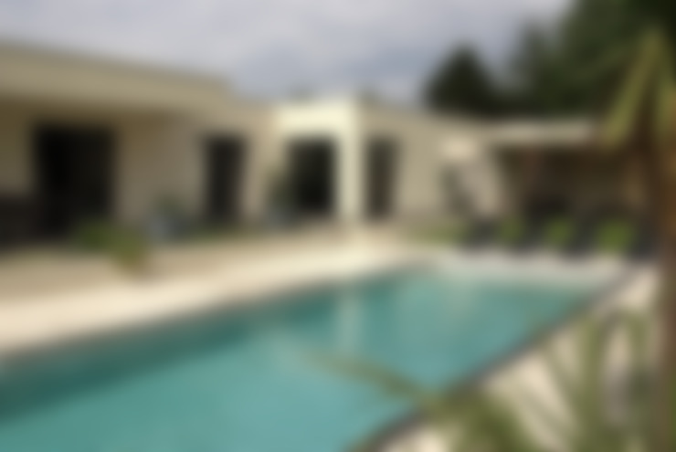Extérieur avec piscine: Jardin de style  par Pierre Bernard Création