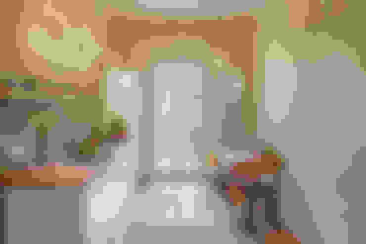 Wohnung Dror:  Küche von Birgit Glatzel Architektin