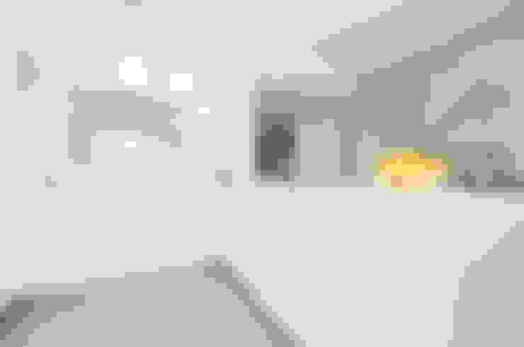 Private Interior Design Project - Town House Albufeira: Cozinha  por Simple Taste Interiors