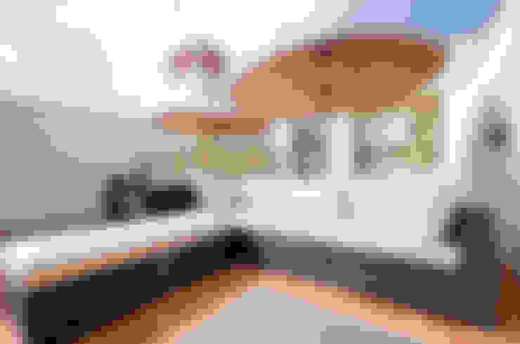 Balcones, porches y terrazas de estilo  por Simple Taste Interiors