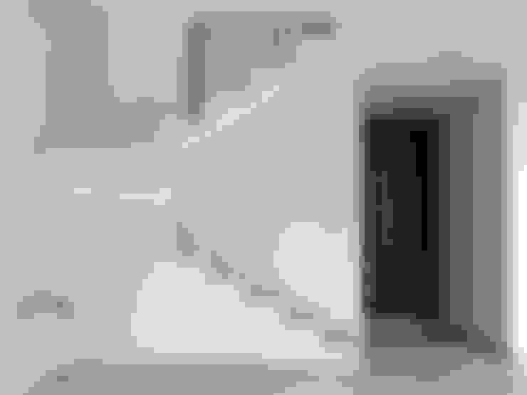 Couloir et hall d'entrée de style  par La Maquiladora / taller de ideas