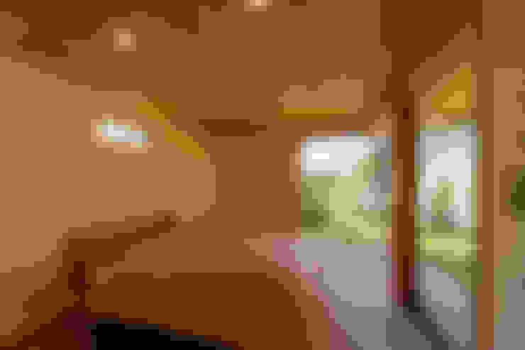 Habitaciones de estilo  por 中山大輔建築設計事務所/Nakayama Architects