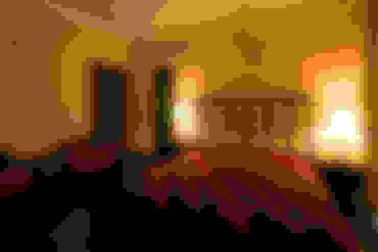 Hibiscus Gurgaon:  Bedroom by ACQ Design