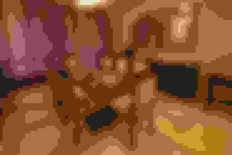 Hibiscus Gurgaon:  Dining room by ACQ Design