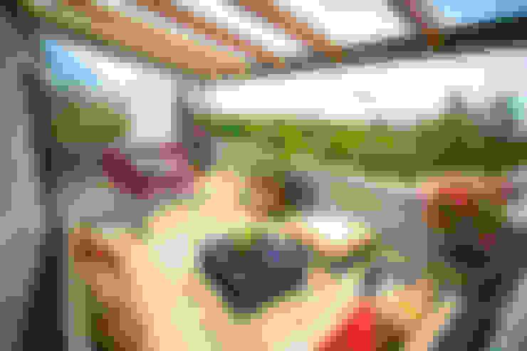 Terrace by ICAZBALCETA Arquitectura y Diseño