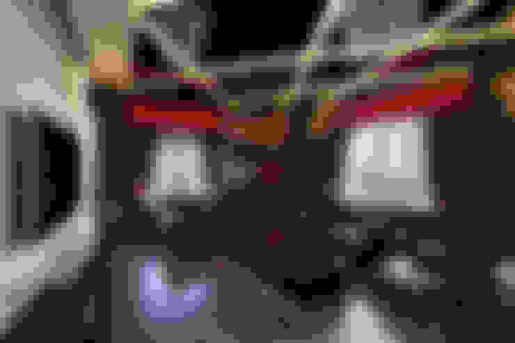 SADHWANI BUNGALOW:  Media room by Square 9 Designs