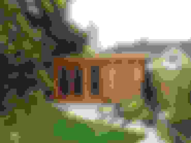 The Somerset Log Cabin:  Study/office by Garden Affairs Ltd