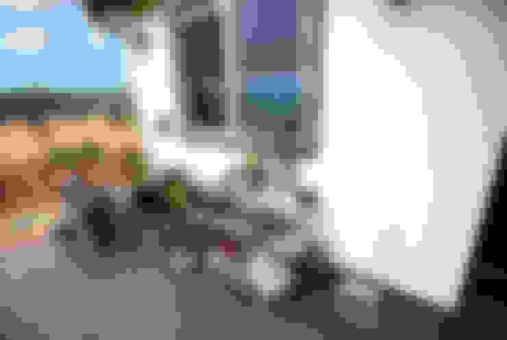 실용적인 아이디어가 돋보이는 모던스타일 전원주택[충남 천안]: 지성하우징의  베란다
