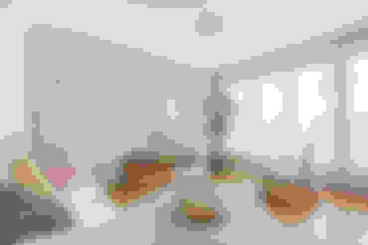 Wohnzimmer von MON OEIL DANS LA DECO