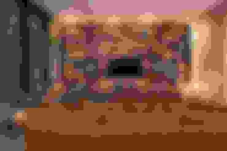 Salas de entretenimiento de estilo  por Línea Vertical
