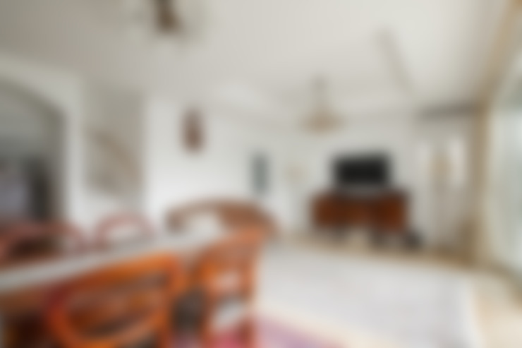 Living room by 遊友建築工房
