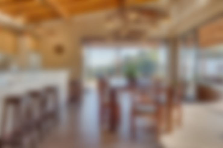 Casa de Campo: Salas de jantar  por Juliana Lahóz Arquitetura
