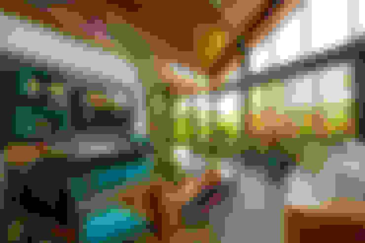 Multimedia room by Tânia Póvoa Arquitetura e Decoração