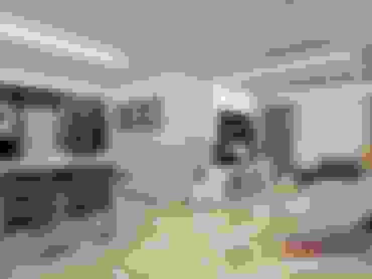Diseño interior en apartamento, espacio sala-cocina: Cocinas de estilo  por om-a arquitectura y diseño