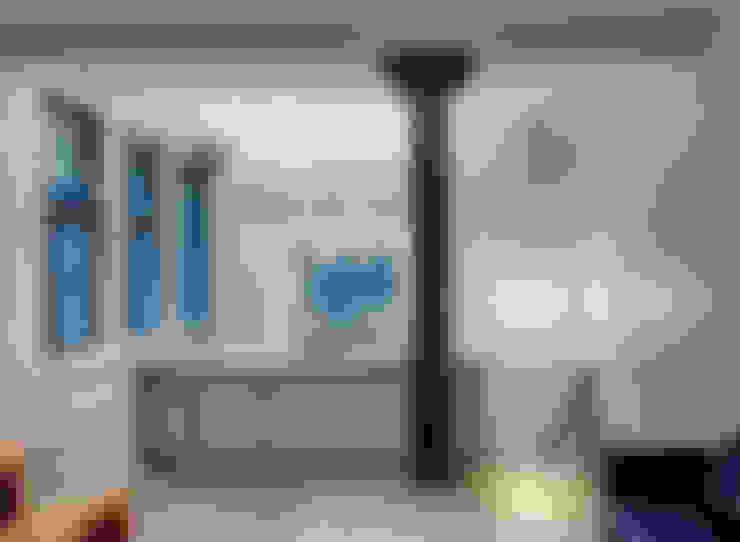 Kitchen by Lilian H. Weinreich Architects