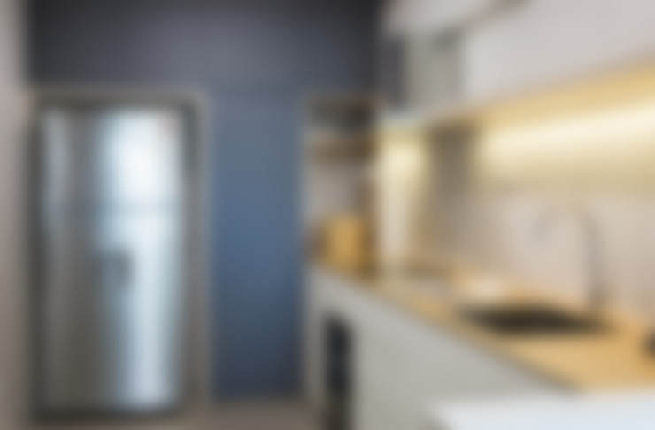 RIVERVALE DRIVE:  Kitchen by Eightytwo Pte Ltd