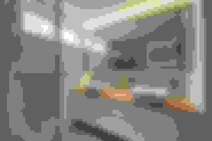 COSTA DEL SOL:  Bathroom by Eightytwo Pte Ltd
