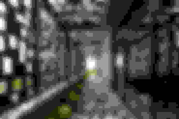 Pasillos y vestíbulos de estilo  por VMArquitectura