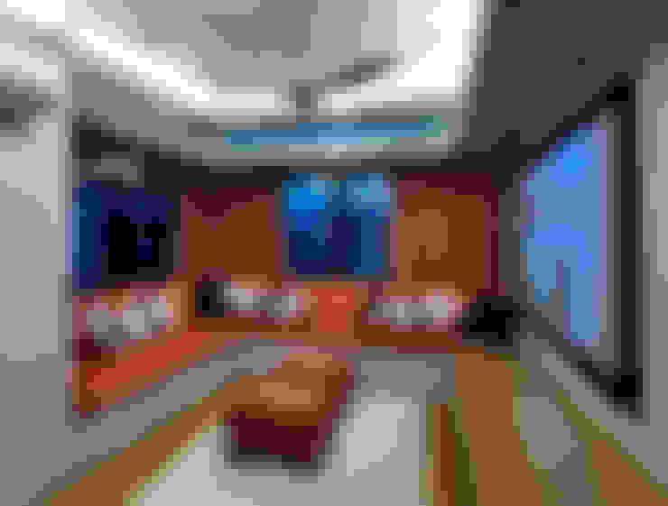 AV Room:  Media room by MJKanny Architect