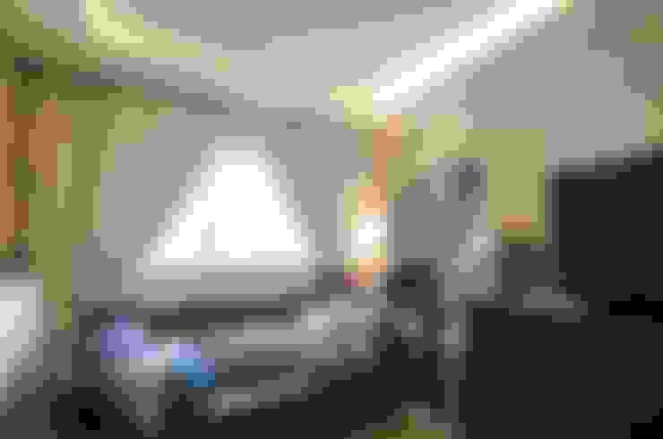 Pandan Garden Renovation:  Living room by Designer House