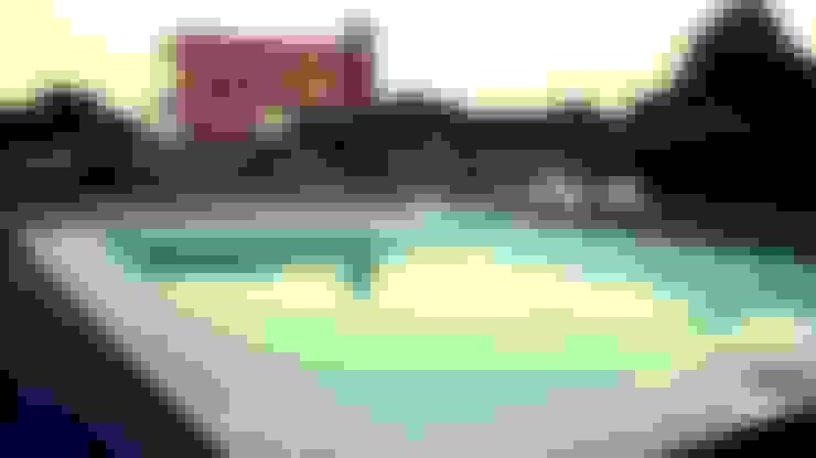 piscina - solarium seco:  de estilo  por VHA Arquitectura