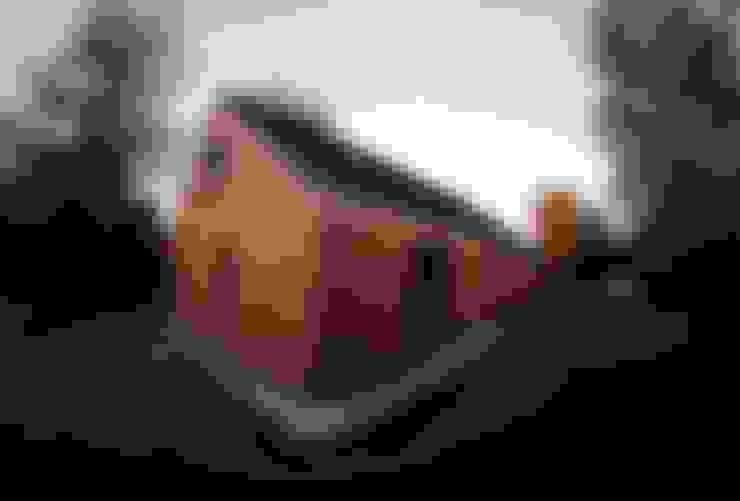 บ้านและที่อยู่อาศัย by Organica Design & Build