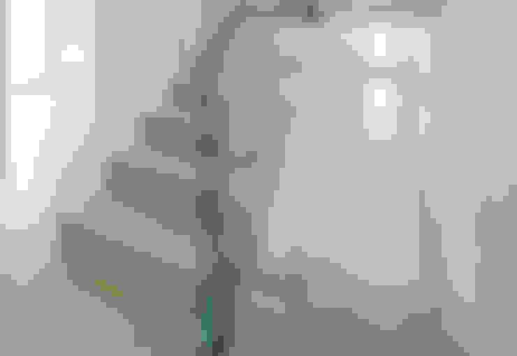 Pasillos y vestíbulos de estilo  por Loftflor GmbH & Co KG