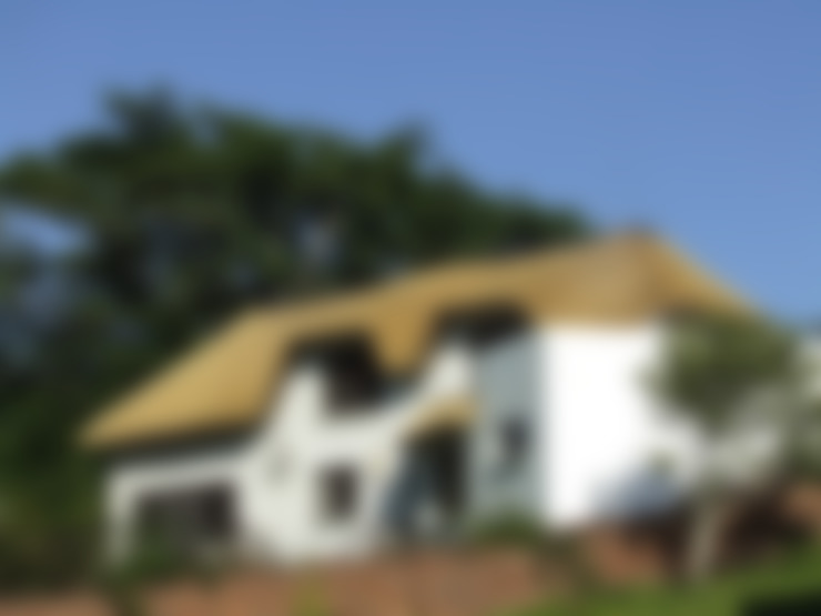 Large Thatched Roof on Residential Home:  Houses by Cintsa Thatching & Roofing