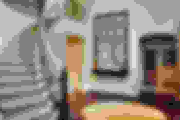 Couloir et hall d'entrée de style  par Andrea Schumacher Interiors