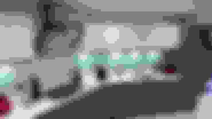 Modern Handleless White Gloss & Dark Elm Kitchen Door With White Quartz Worktop:  Kitchen by Meridien Interiors Ltd