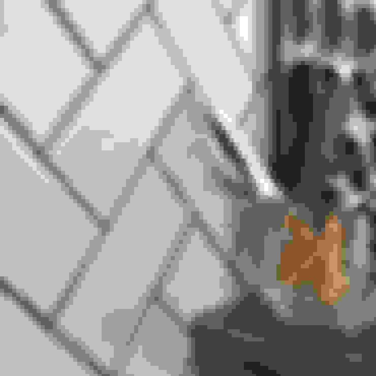 Walls & flooring by Walls and Floors Ltd