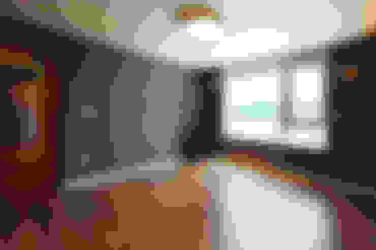 Dormitorios de estilo  por 로이하우스