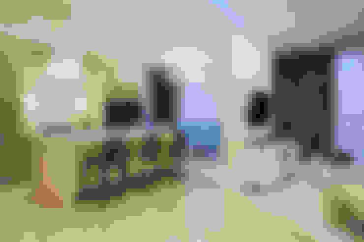 КОРАЛЛОВЫЙ РИФ: Гостиная в . Автор – GraniStudio