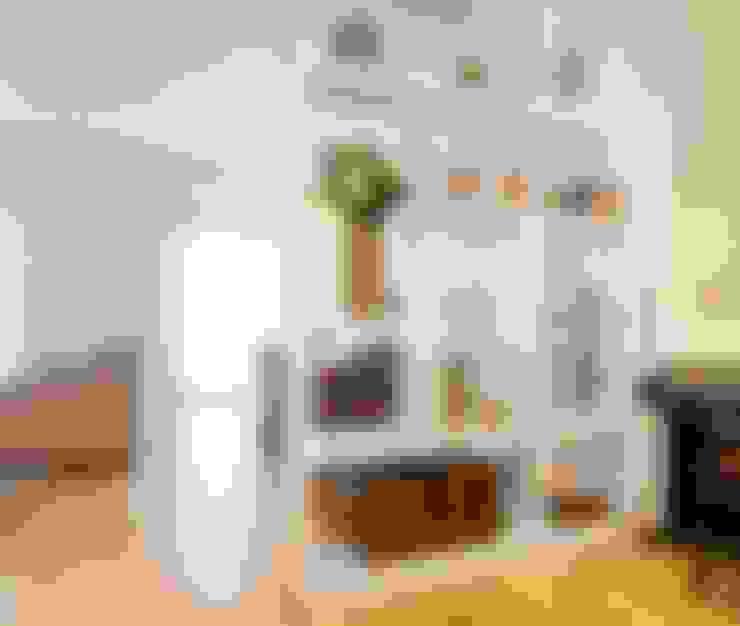 Corredor, vestíbulo e escadas  por Traço Magenta - Design de Interiores