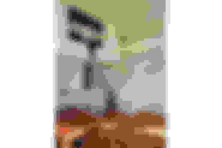 Living room by 桑原茂建築設計事務所 / Shigeru Kuwahara Architects
