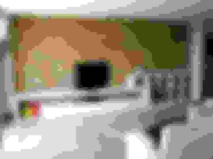 Mobili TV: Soggiorno in stile  di DS ARREDI IN LEGNO
