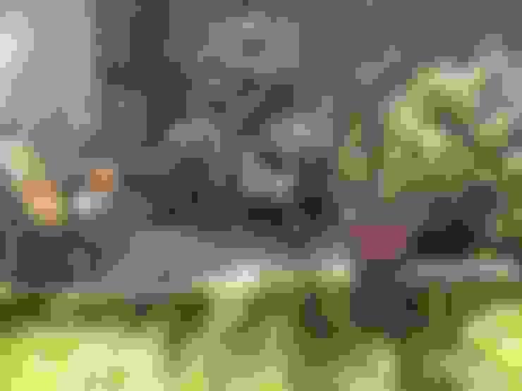 Casa de hormigón en el cerro: Jardines de estilo  por Arquiespacios