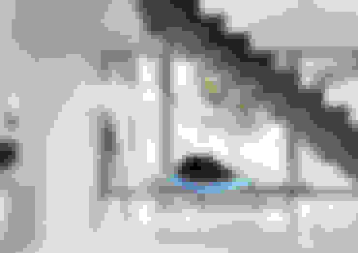 走廊 & 玄關 by HomeKONCEPT | Projekty Domów Nowoczesnych