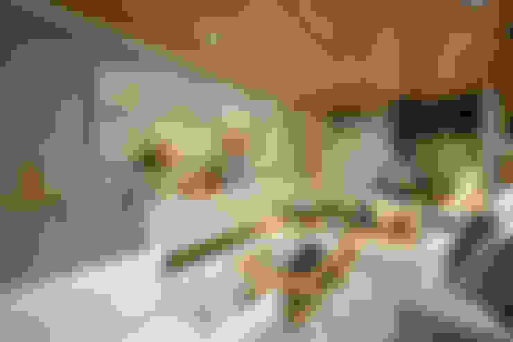 Livings de estilo  por Johnny Thomsen Arquitetura e Design