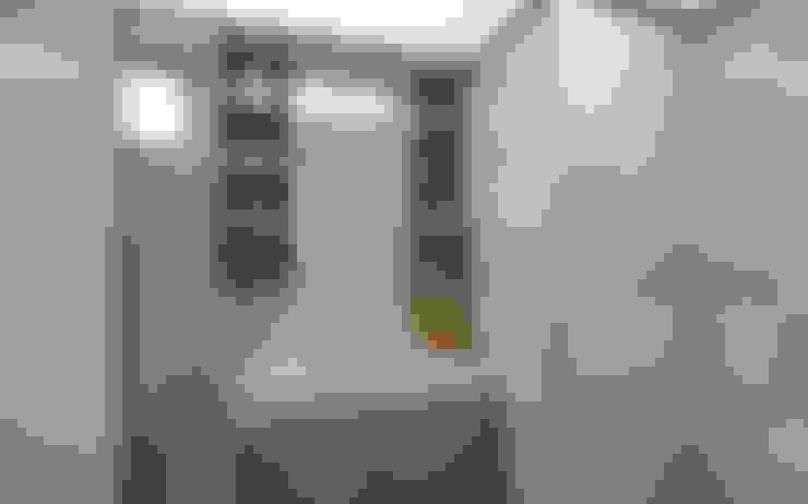 Dawson Renovation:  Bathroom by Designer House