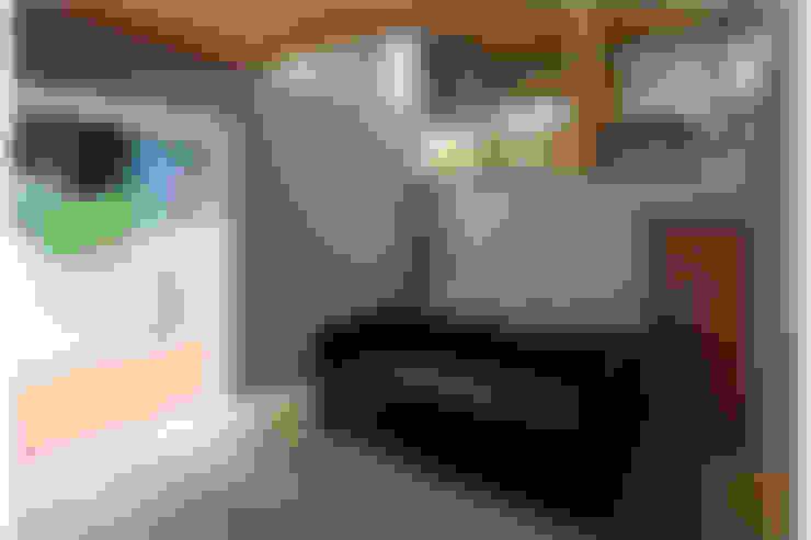 غرفة المعيشة تنفيذ 株式会社Fit建築設計事務所