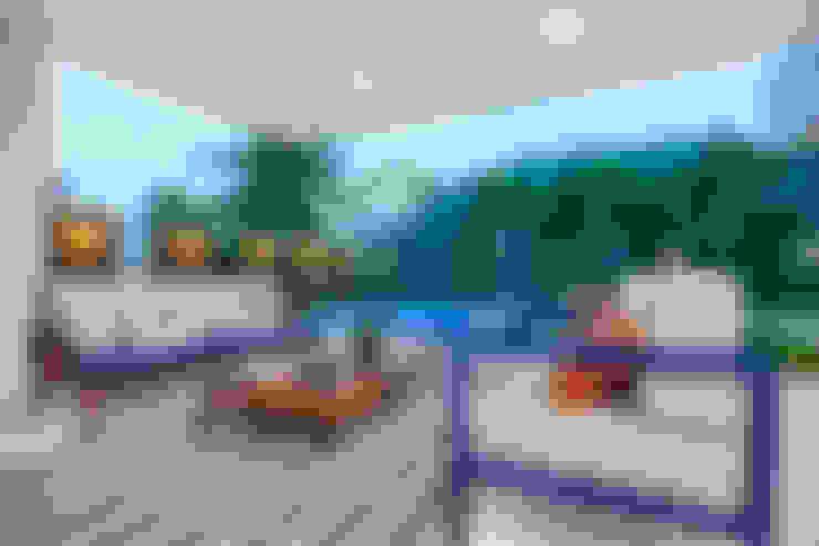 بلكونة أو شرفة تنفيذ Eveline Sampaio Arquiteta e Designer de Interiores
